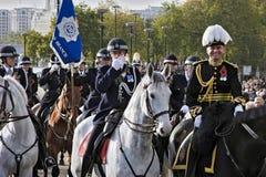LONDRES, REINO UNIDO - 12 DE NOVEMBRO: Polícia metropolitana não identificada offic Fotografia de Stock Royalty Free