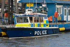 LONDRES, Reino Unido - 17 de octubre de 2017: Barco de policía de la patrulla de la reserva del río Támesis para la emergencia imagenes de archivo