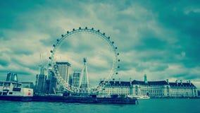 Londres, Reino Unido, el 17 de febrero de 2018: El horizonte de Londres con el ojo de Londres también nombró a Millennium Wheel e almacen de metraje de vídeo