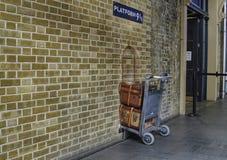 Londres, Reino Unido, em junho de 2018 Plataforma 9 e 3/4 em reis Cruz Estação imagem de stock