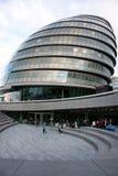 Londres, Reino Unido - em setembro de 2017: vista da câmara municipal de Londres durante o dia aberto imagem de stock