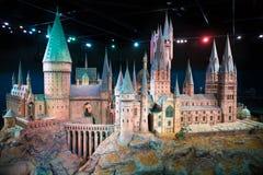 Londres, Reino Unido Escola de Hogwarts da feitiçaria e da feitiçaria, modelo contra do fundo preto Foto de Stock Royalty Free