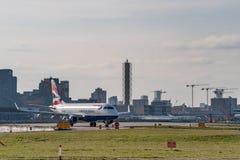 Londres, Reino Unido - 17, febrero de 2019: VAGOS CityFlyer que una l?nea a?rea subsidiaria enteramente pose?da de British Airway imagen de archivo libre de regalías