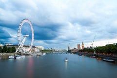 30 07 2015, LONDRES, Reino Unido, Londres en el amanecer Visión desde el puente de oro del jubileo Foto de archivo libre de regalías