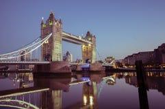 15/10/2017 Londres, Reino Unido, Nightview del puente de la torre foto de archivo libre de regalías