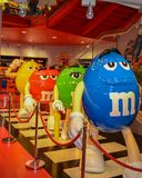 Londres, Reino Unido, o 25 de setembro de 2014, multi-coloriu figuras do chocola foto de stock
