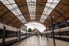 28 07 2015 LONDRES, Reino Unido - opinión de la estación de Victoria Imágenes de archivo libres de regalías