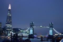Londres Reino Unido 02/12/2017 Ponte da torre e o estilhaço em Londres Fotografia de Stock