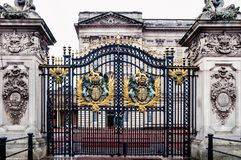 Londres, Reino Unido: Via principal do Buckingham Palace Imagem de Stock