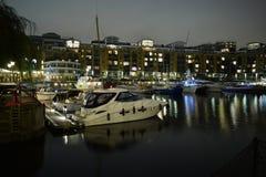 Londres Reino Unido 02/12/2017 Vida noturna no iate Imagens de Stock Royalty Free