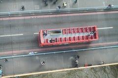 LONDRES - 25 SEPTEMBRE 2016 : Vue aérienne aérienne d'autobus de touristes T Photos stock