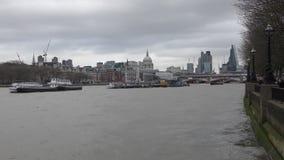 Londres Terraplén y vista de la ciudad almacen de metraje de vídeo