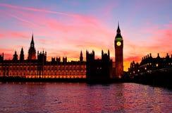 Londres. Torre de pulso de disparo de Ben grande. Imagem de Stock