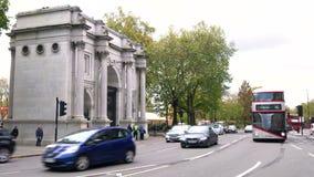 Londres transporta la conducción del último arco de mármol, calle de Oxford, Hyde Park, Londres almacen de video