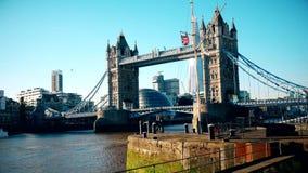 Londres Una vista del puente de la torre metrajes