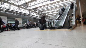 Londres Victoria Station almacen de metraje de vídeo