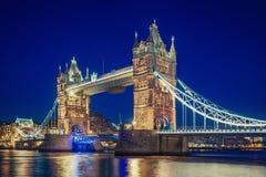 Londres y hora azul Imagenes de archivo