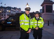 Londyńscy Wielkomiejscy funkcjonariuszi policji w Trafalgar Square obrazy royalty free