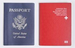 Londyńska, UK USA/i Szwajcarscy paszporty na białym tle - 21st 2019 Czerwiec - obrazy stock