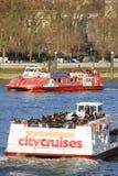 Londyńska wycieczki turysycznej łódź na Thames rzece Obraz Stock