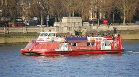 Londyńska wycieczki turysycznej łódź na Thames rzece Obraz Royalty Free