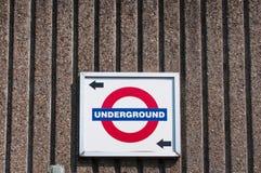 Londyński metro znak, kierunek i zdjęcie royalty free