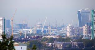Londyński miasto budynków żurawie od Greenwich wzgórza Fotografia Royalty Free