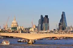Londyński miasto - most nad Thames rzeką Fotografia Stock