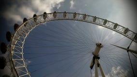 Londyński oko UK przeciw błękitnemu popielatemu niebu Obraz Royalty Free