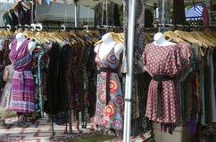 Londyński Ontario Kanada, Lipiec, - 16, 2016: Azjatycki żeński clothers se Obrazy Stock