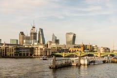 Londyński pejzaż miejski od rzecznego Thames zdjęcie stock