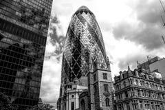 Londyński skyscaper w Czarny I Biały obraz stock