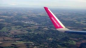 Londyński UK - 26 2018 Sep: Wizzair samolot bierze daleko od Londyńskiego Luton lotniska fotografia stock