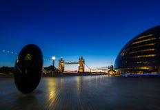 Londyński urzędu miasta wierza mosta wczesny poranek Zdjęcia Stock