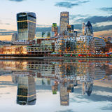 Londyńskie linie horyzontu przy półmrokiem Anglia UK Fotografia Royalty Free