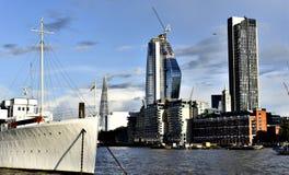 Londyńscy drapacze chmur, Rzeczny Thames Zdjęcia Royalty Free