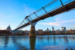 Londyńska milenium mosta linia horyzontu UK Zdjęcia Stock