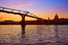 Londyńska milenium mosta linia horyzontu UK Obraz Stock