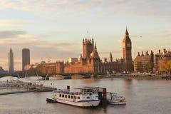 Londyński rzeczny Thames domu parlament Zdjęcia Stock