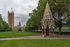 LONDYN ANGLIA, CZERWA 19 2016 Wiktoria wierza w domach parlament, -, pałac Westminister, Londyn, Anglia Fotografia Royalty Free