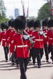 Londyn Anglia, Czerwiec, - 01, 2015: Brytyjscy Królewscy strażnicy wykonują th Obrazy Royalty Free