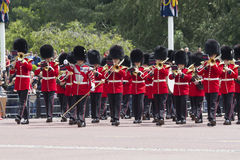 Londyn Anglia, Czerwiec, - 01, 2015: Brytyjscy Królewscy strażnicy wykonują th Zdjęcia Royalty Free
