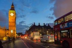 LONDYN ANGLIA, CZERWIEC, - 16 2016: Nocy fotografia domy parlament z Big Ben od Westminister mosta, Londyn, Wielki b Obrazy Stock