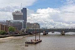 LONDYN ANGLIA, CZERWIEC, - 15 2016: Panoramiczny widok Thames rzeka w mieście Londyn, Anglia Zdjęcie Royalty Free