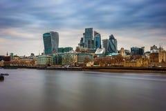 Londyn, Anglia - Deponuje pieniądze okręgu, Londyńskiego ` s i wierza Londyn, najwięcej sławnego pieniężnego okręgu Obrazy Stock