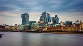 Londyn, Anglia - Deponuje pieniądze okręgu, Londyńskiego ` s i wierza Londyn, najwięcej sławnego pieniężnego okręgu Obraz Stock