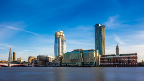 Londyn, Anglia drapacze chmur i nowożytni budynki - Obrazy Stock
