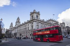 LONDYN ANGLIA, LUTY, - 12, 2018 HMRC, Jej majestata dochód i zwyczaje buduje, parliament square, Londyn, Anglia, Luty obrazy stock