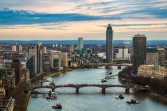 Londyn, Anglia - Powietrzny linia horyzontu widok zachodni Londyn wliczając Lambeth mosta i Vauxhall mosta, Zdjęcia Royalty Free