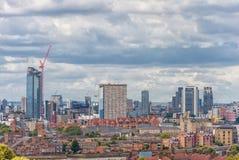 LONDYN ANGLIA, SIERPIEŃ, - 21, 2016: Greenwich Parkowy i Rzeczny Thames, Canary Wharf budynku pejzaż miejski wybrzeża krajobrazu  Obraz Stock